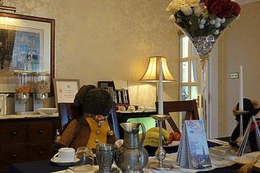 Noch ein Gast im Frühstücksraum.