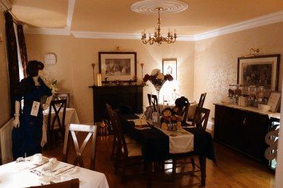Der Frühstücksraum, allerdings abends fotografiert. Deshalb etwas dunkel.