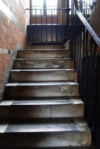 Treppenaufgang. So sieht es normalerweise in alten Kellern aus.