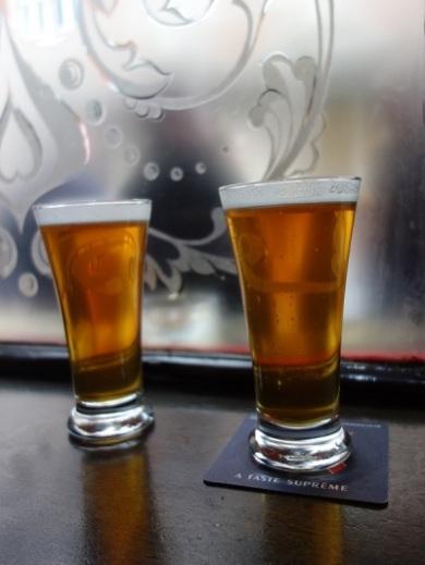 Pint ist das übliche Mengenmaß in England. Ein Pint Bier ist ein halber Liter.