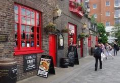Eine pittoreske Gasse in Southwark (sprich: Sawörk) mit hübschem Pub: The Anchor