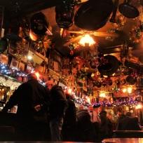 Wie ich die Pubs in London liebe! Hier im Cross Keys in Holborn. Es hing diverses Kupferzeug von der Decke, und mit der Weihnachtsdekoration hat sich jemand viel Mühe gemacht.