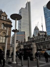 Es geht nicht anders - ich muss euch noch Bilder zeigen, die man eben zeigen muss - hier von der Liverpool Street, nicht weit vom Finanzzentrum Londons.