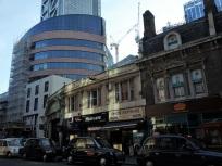 Immer noch Liverpool Street. Solche Kontraste sieht man überall in der City.