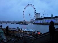Und über allem wacht das London Eye. Mit 135 Metern ist es das höchste Riesenrad Europas. Es steht ganz in der Nähe von Big Ben, Westminster Abbey, Downing Street und Buckingham Palace.