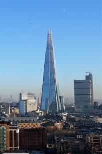 The Shard und andere Himmelskörper. Das Shard Building ist mit 310 Metern derzeit das höchste Gebäude der EU. Man sieht es praktisch von überall in London.