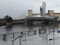 Das Imperial War Museum North. Imposante Architektur, aber reingegangen sind wir nicht. Kriegs-Ausstellungen interessieren mich nicht.