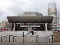 The Lowry ist ein Unterhaltungszentrum für Theater, Konzerte und Ausstellungen. Wir besuchten die Bilderschau des Namensgebers Laurence Stephen (L.S.) Lowry. Er wurde vor allem mit Darstellungen des industriellen Nordwesten Englands berühmt. Die Lebensgeschichte des Künstlers fand ich sehr berührend.