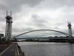 91 m ist diese Brücke. In 3 Minuten kann sie um 18 m angehoben werden.