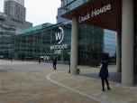 Hier eins der TV-Studios. Watchdog von BBC One ist eine Sendung, die sich mit Verbraucherrechten beschäftigt bzw. aufdeckt, wenn sie verletzt werden.