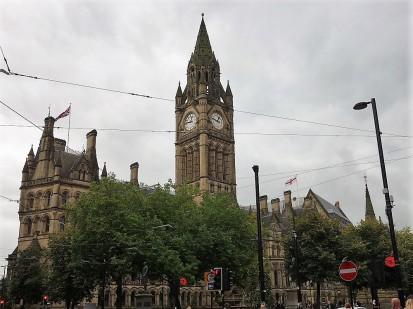 Das Rathaus von Manchester braucht sich vor Big Ben und dem House auf Parlament in London nicht zu verstecken!