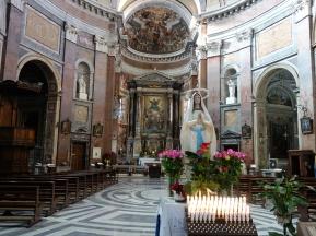 Die Kirche San Giacomo in Augusta gilt als richtungsweisend für die Kirchenbaukunst des 17. Jahrhunderts. Die Marienstatue im Vordergrund eher nicht ... ;-)