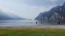 Wobei ... Baden ist hier eine frostige Sache. Der See wird nämlich von einem Fluss mit Gletscherwasser gespeist und ist eiskalt!