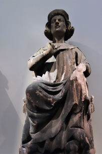 Leuchterengel aus dem romanischen Chor des Freiburger Münsters. Um 1300.