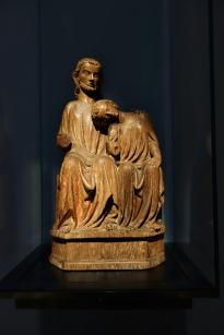 """Christus und Johannes, ein Bild mit dem """"jungfräulichen"""" Lieblingsjünger. Wie eine Braut ruht er an der Brust von Jesus. Diese Art von Kunstwerk wurde ausschließlich in südwestdeutschen Frauenklöstern verehrt. Aus Oberschwaben/ Bodenseegebiet, um 1320."""