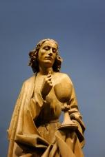 Hl. Johannes der Evangelist. Er bekehrte einen heidnischen Priester zum christlichen Glauben. Dazu trank er aus einem Giftbecher und nahm keinen Schaden. Aus Oberrhein, um 1500