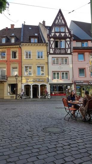 Der Eindruck täuscht. Freiburg ist bevölkert, als habe es Corona nie gegeben!