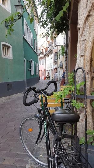 Die pittoreske Konviktstraße mit vielen Kunst- und Handwerksläden.